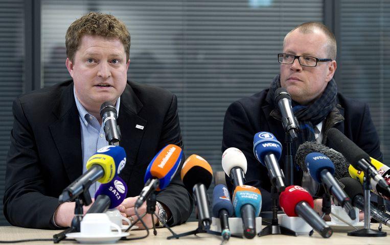 Woordvoerder Florian Grenzdorfer (R) van Lufthansa en woordvoerder Thomas Kotter (L) van Dusseldorf Airport. Beeld anp