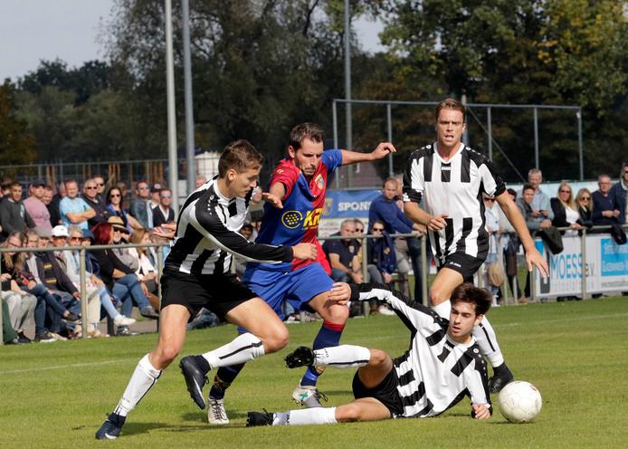 Duel tussen Victoria'03 en SC Gastel