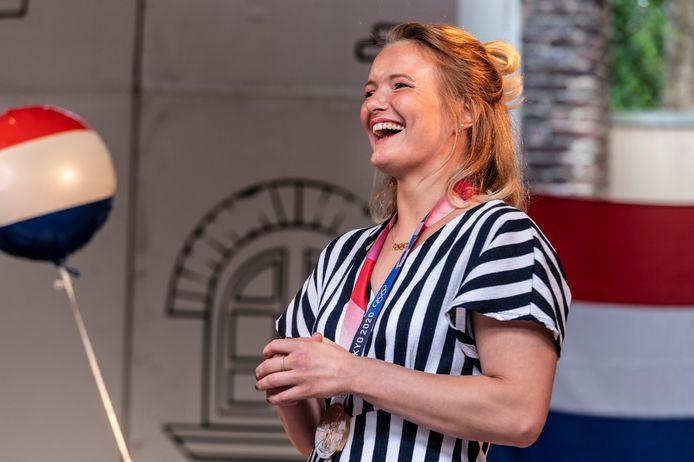 Sanne van Dijke werd in Heeswijk-Dinther gehuldigd na haar bronzen medaille op de Olympische Spelen.