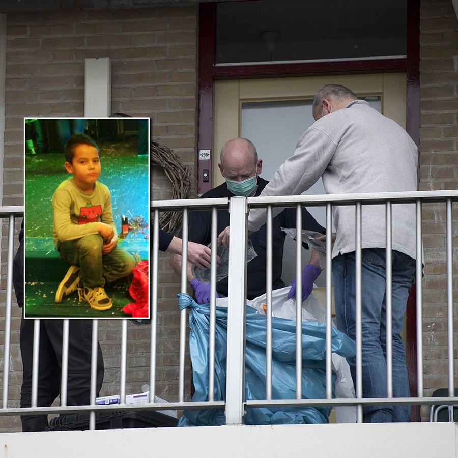 Politiemensen doen onderzoek bij en in een woning aan de Zeswegenlaan waar de 7-jarige Papillon (inzet)dood werd aangetroffen.