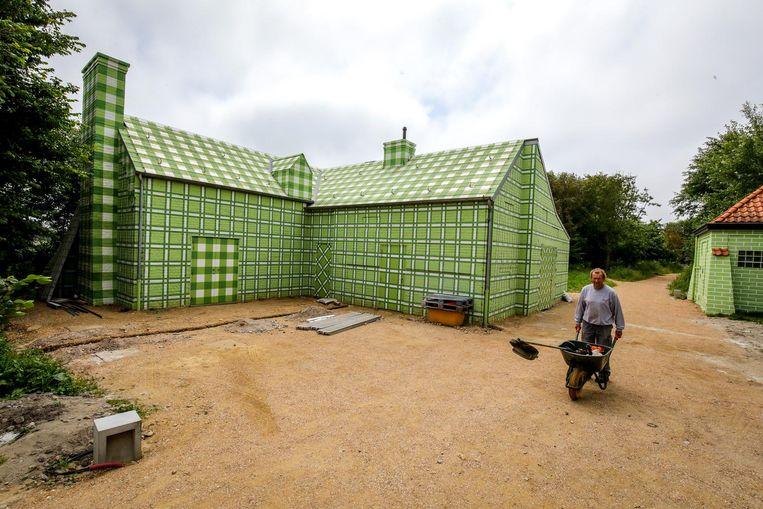 Een nieuwe zaal in groentinten die als camouflage dienen.