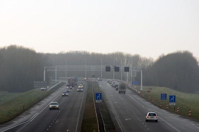 Knooppunt Oud-Dijk, gezien vanaf de snelweg A18. foto Jan van den Brink