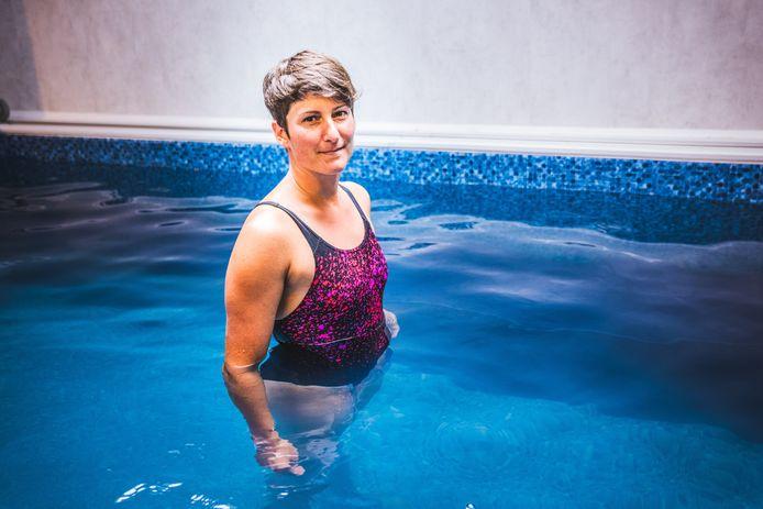 Marieke in haar oefenbad, dat ze ook gebruikt als personal trainer.
