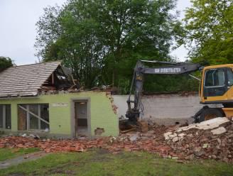 """Oude jeugdlokalen Scouts en jeugdhuis Stam X worden afgebroken: """"Dat doet raar, stukje van onze jeugd dat tegen de grond gaat"""""""