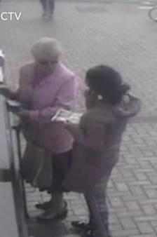 Agressée au distributeur, Doreen, 81 ans, ne se laisse pas faire