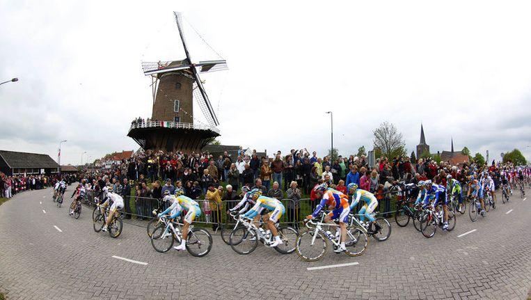 De derde etappe van de Giro gaat vandaag van Amsterdam naar Middelburg. Foto AP Beeld