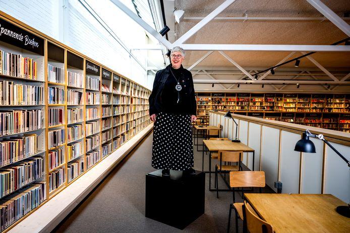De directeur van de Bibliotheek aan den IJssel, Conny Reijngoudt, neemt afscheid. ,,Wie is Conny zonder bibliotheek?''