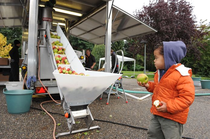 De mobiele fruitpers in Bierbeek (tekst Martijn)