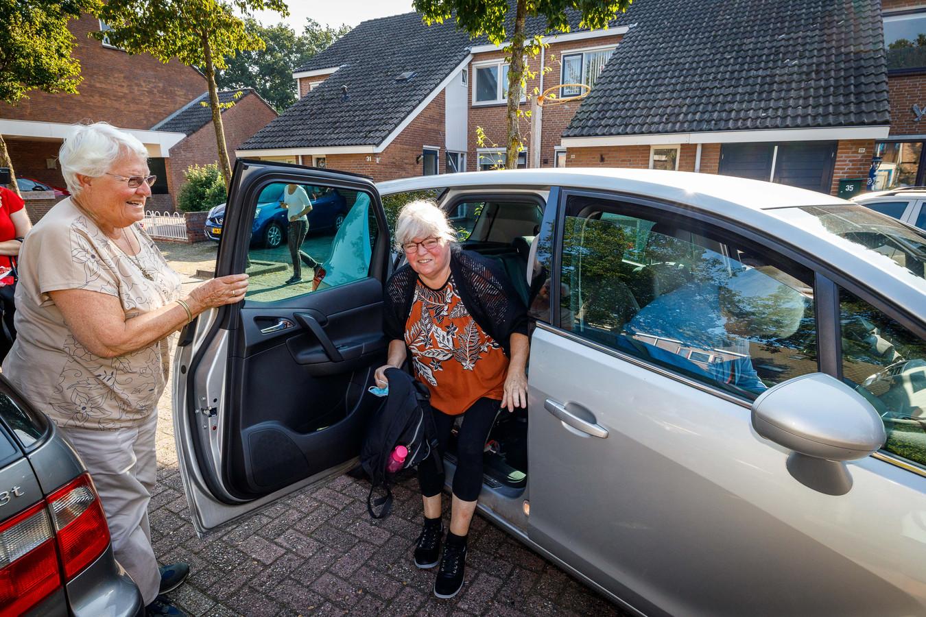AutoMaatjes zoals Helen zijn belangrijk om passagiers zoals Ada van het ziekenhuis te halen.