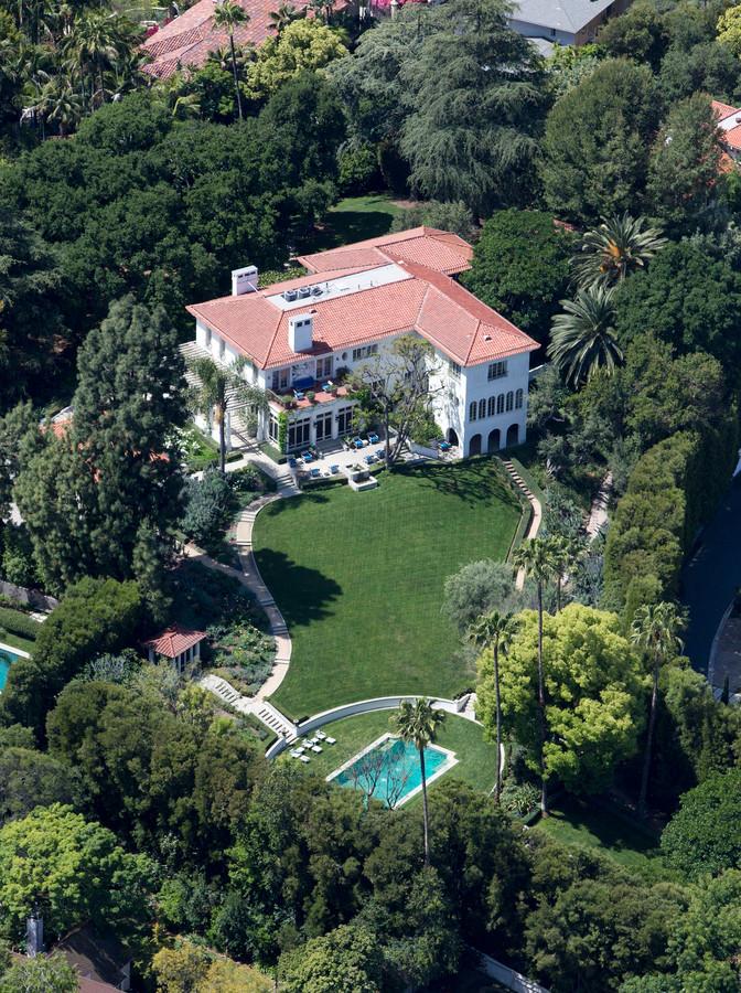 'Angelina Jolie gaat om de hoek wonen bij ex Brad Pitt ... Brad Pitt News