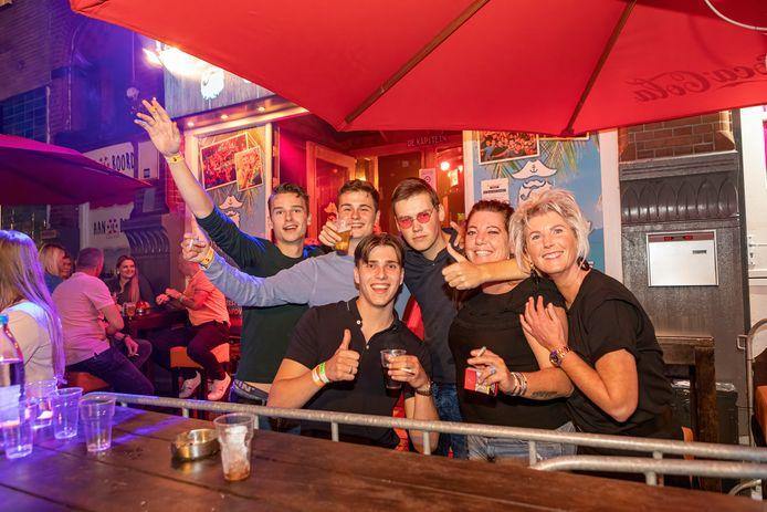 In Breda kregen mensen dit weekeinde al een polsbandje.