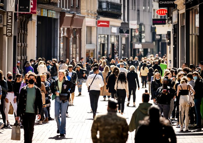 Winkelende mensen in de Kalverstraat, april dit jaar.