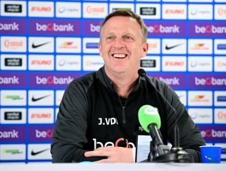 """Van den Brom voelt geen druk van bestuur in aanloop naar match tegen Charleroi: """"Geen enkel signaal ontvangen"""""""