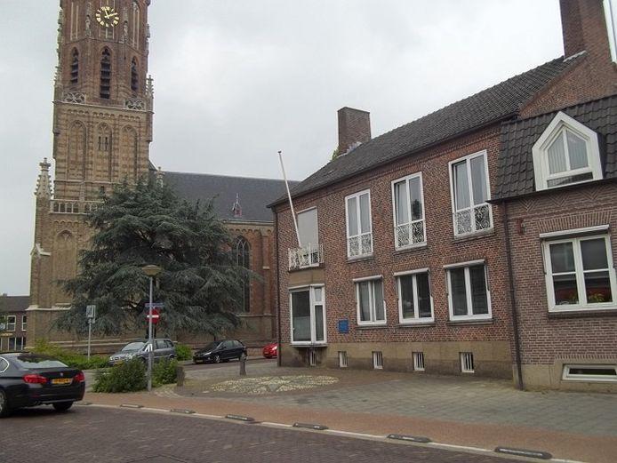 Het Ambtshuis in Elst. foto DG