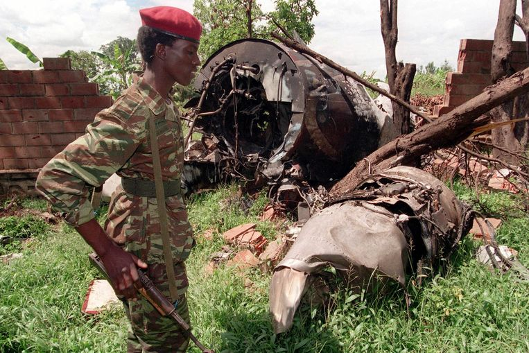 Het wrak van het vliegtuig waarin President Juvenal Habyarimana neerstortte in 1994. Beeld AP
