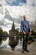 Kees Eijkel bij het Torentje van Drienerlo, dat hij sinds 1984 bijna dagelijks zag.