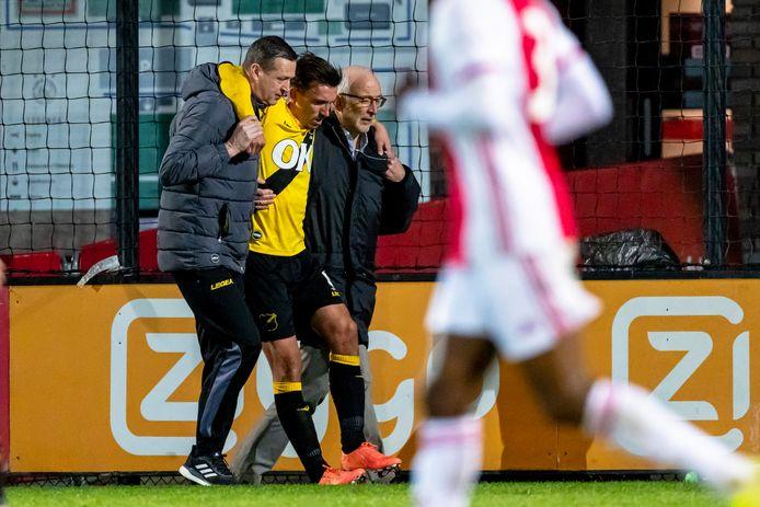 Moreno Rutten liep zijn enkelblessure op in het duel met Jong Ajax