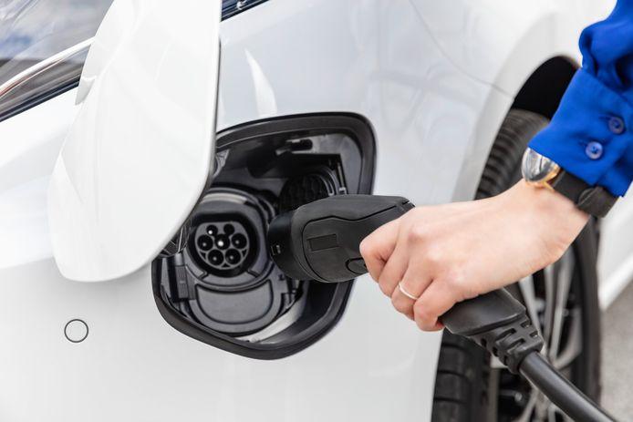 Nieuw is een CCS-aansluiting in de voorbumper waarmee de eVito kan snelladen met maximaal 110 kW