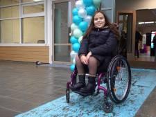 Geen drempels, wél invalidentoiletten; ook Pauline (11) kan met haar rolstoel terecht in dit schoolgebouw