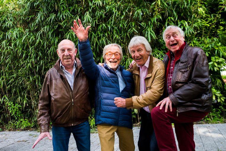 Bob, Alex, Nest en John zien elkaar niet meer zo vaak, maar blijven genieten van elkaars gezelschap.