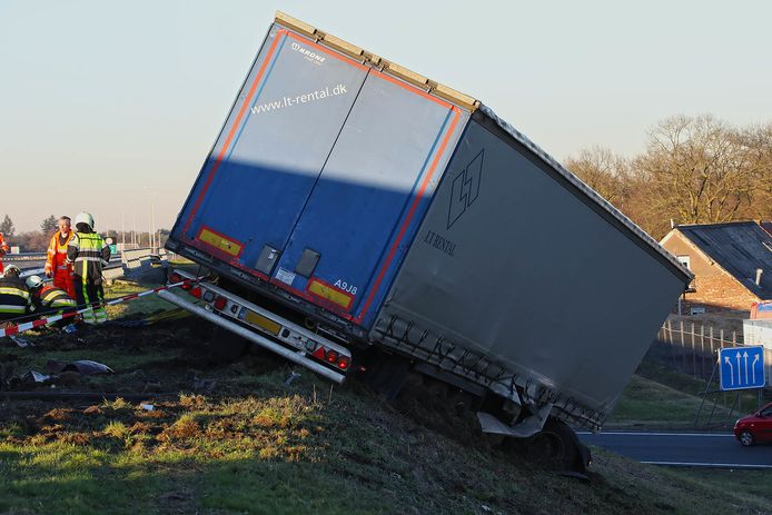 Ernstig ongeluk op A50 met meerdere voertuigen