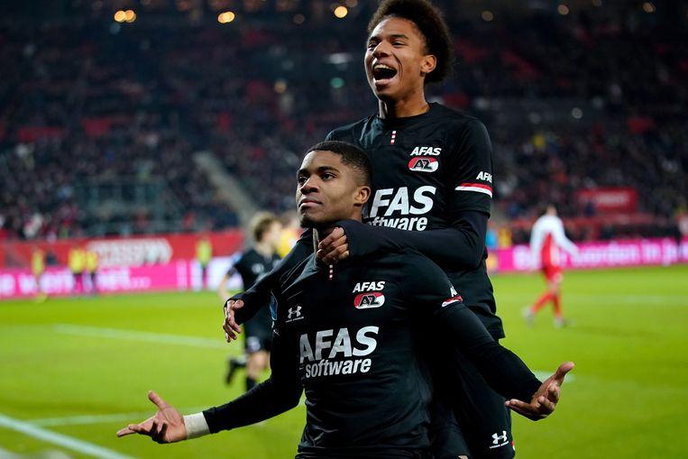 Stengs en Boadu vieren een doelpunt tijdens de wedstrijd tegen FC-Utrecht. Beeld BSR Agency