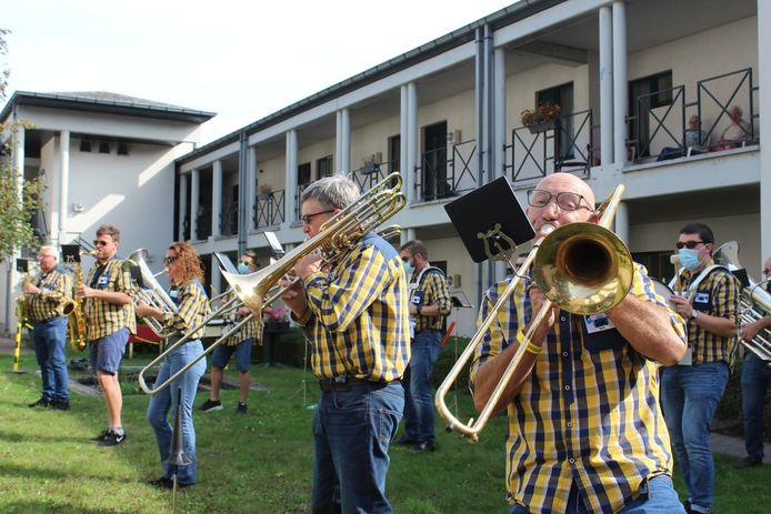 De G-bloezers vorig jaar tijdens een optreden aan woonzorgcentrum Armonea Eyckenborch in Gooik.
