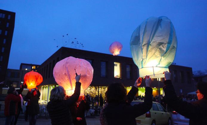 Archieffoto: oplaten van wensballonnen.