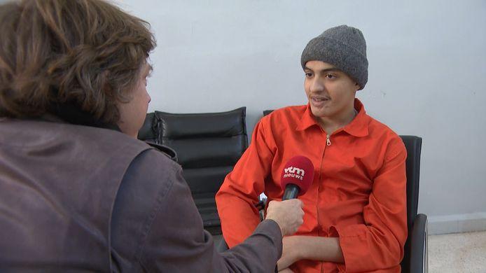 Adel Mezroui, il y a deux ans, en conversation avec un journaliste de la chaîne flamande VTM.