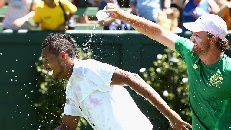 Ook 'enfant terrible' Nick Kyrgios deed zijn duit in het zakje voor Australië, waarna hij dus gedoopt werd door een stafflid. Beeld Getty Images