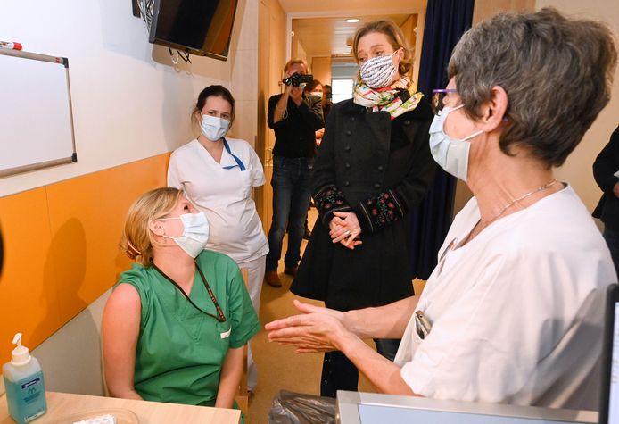 Grand Vaccine Day pour le personnel du CHU Saint-Pierre sous le parrainage de S.A.R. Delphine de Saxe-Cobourg, Princesse de Belgique