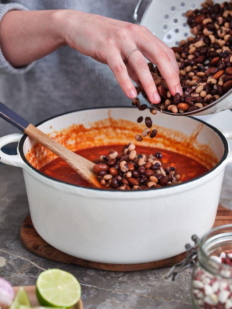 Veganistische kooktip: ga eens aan de slag met bonen. Beeld Hannes Vandenbroucke