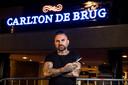 MIERLO - Hakan Alacali van Blur Hairstudio uit Enschede was gevraagd om het haar van Diego Maradona te knippen in Hotel Carlton de Brug.