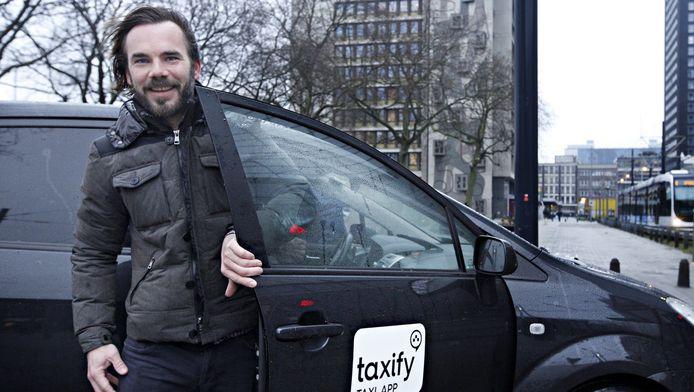 Voor de Nederlandse Taxifydirecteur Matthijs Draijer komt de overstap van Rotterdamse chauffeurs naar Taxify als alternatief voor het legale UberBLACK als een geschenk uit de hemel.