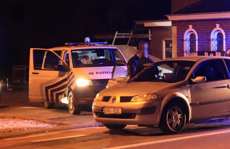 Een verdachte van de steekpartij in Wachtebeke werd gearresteerd door enkele politieploegen van de zone Waasland-Noord aan de Voorhout in Kemzeke.