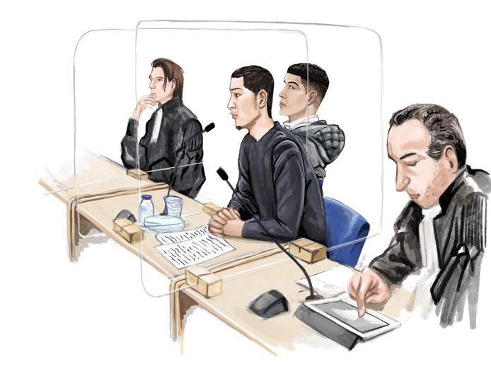 Rechtbanktekening van de twee jongemannen die van wapenhandel verdacht worden.