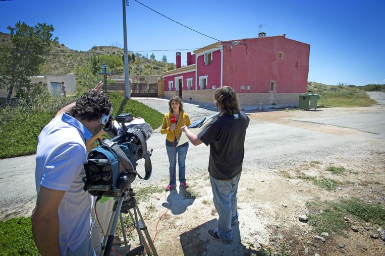 2013-05-28 LA HURONA - Pers bij de woning in La Hurona waar de oud-volleybalster Ingrid Visser en haar partner Lodewijk Severein om het leven zijn gebracht. ANP ROBIN UTRECHT Beeld ANP