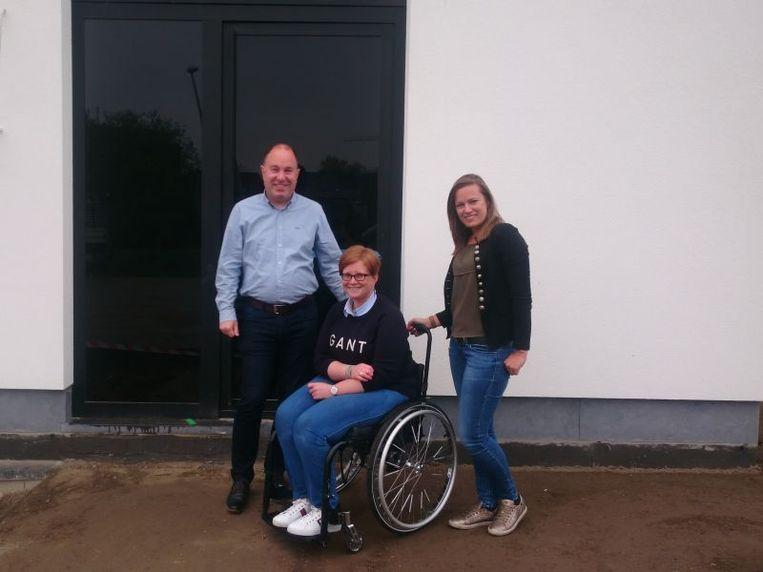 Bart Synaeve, Liesbet Elias en Eveline Noels op de werf in Hasselt.