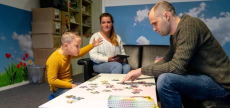 'Bij het eerste contact durft een kind vaak niet eens papa te zeggen'