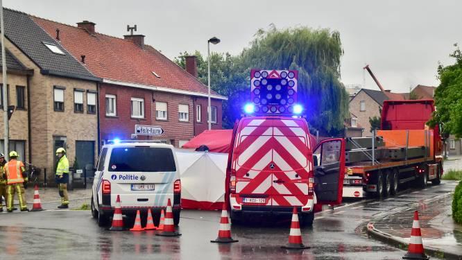 Bromfietser Eddy (46) sterft onder wielen van afslaande vrachtwagen