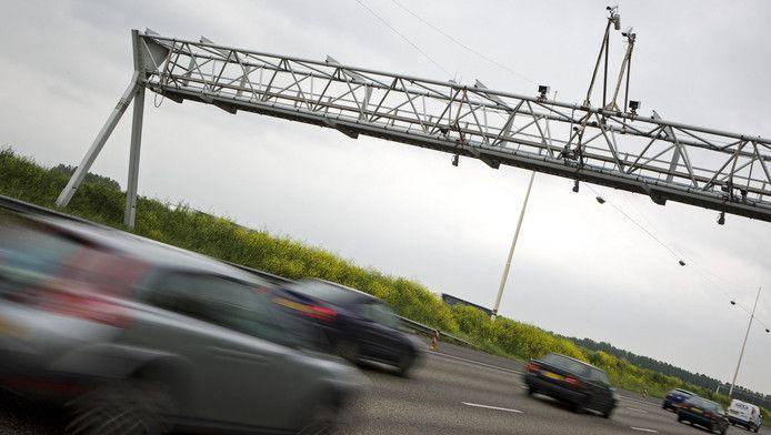 Cameratoezicht boven de snelweg