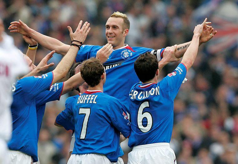 Ricksen in 2005 na een doelpunt voor zijn club Glasgow Rangers. Beeld Reuters
