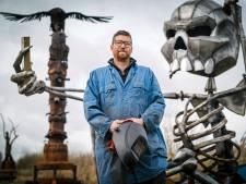 Deze kunstenaar maakt metersbrede metalen dierenkoppen voor festivals