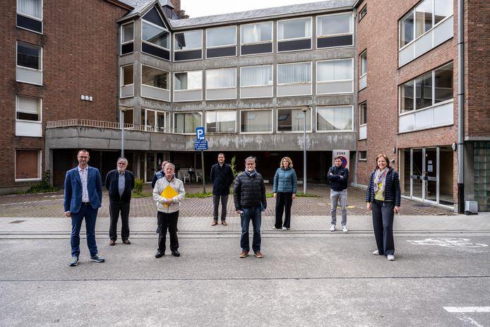 Verschillende verenigingen slaan de handen in elkaar om het oud gemeentehuis een toekomst te geven.