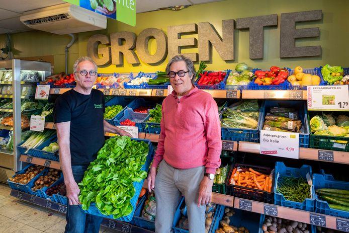 Natuurvoedingswinkel De Tommelbos. De gebroeders Wim (rechts) en Freek te Brinke stoppen er na 40 jaar mee