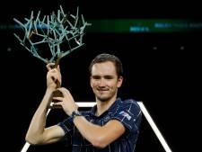 Medvedev klopt Zverev in Parijs en boekt eerste toernooizege 2020