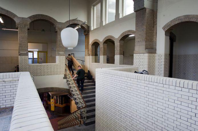 Het trappenhuis van de voormalige HBS aan de Schoolstraat in Arnhem, inspiratiebron voor graficus M.C. Escher. Het maken van appartementen in het complex zou het rijksmonument volgens de eigenaar te zeer schaden.