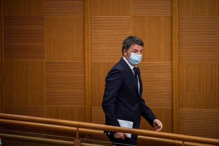 Oud-premier Renzi op de persconferentie, woensdag, waarop hij het vertrek van drie ministers van zijn partij Italia Viva bekendmaakte. Beeld Antonio Masiello / Getty Images