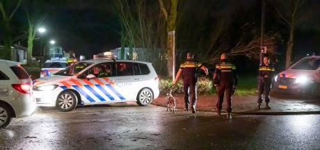 Agenten gewond bij aanval in woonwagenkamp Baarn: arrestaties voor poging tot doodslag