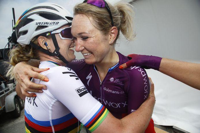 Amy Pieters met Anna van der Breggen.